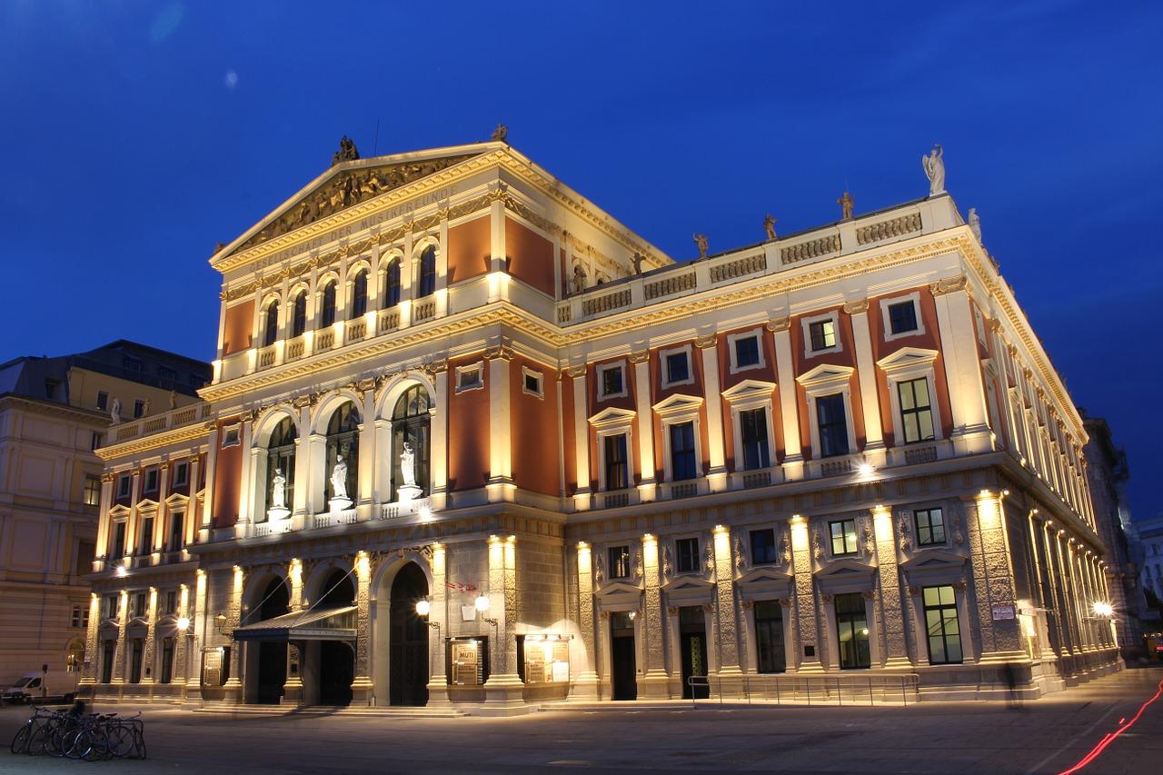 夜のウィーン楽友協会の画像