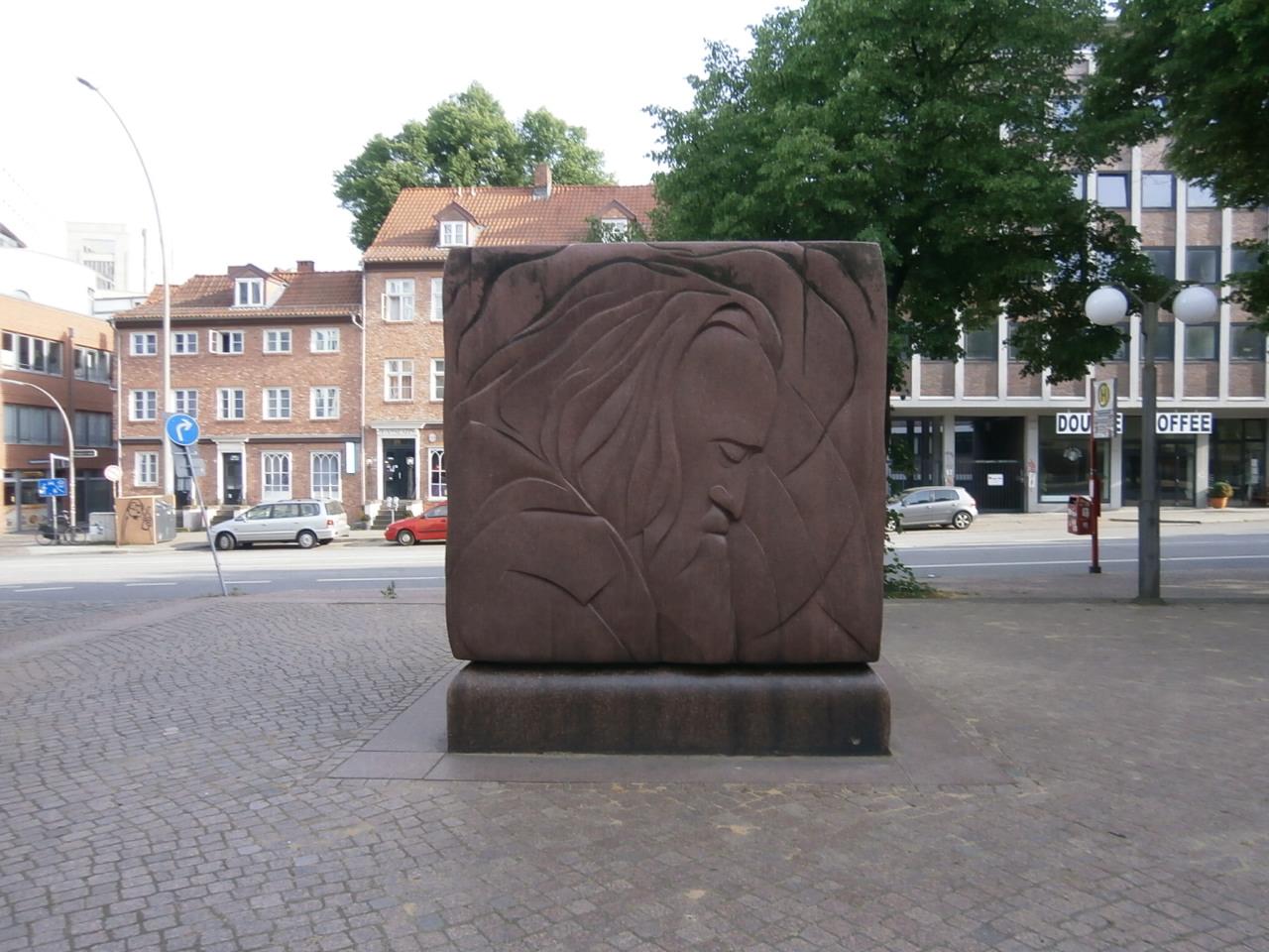 ハンブルクにあるブラームスの彫刻、老年期の顔