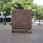 ハンブルクにあるブラームスの彫刻、若い時の顔