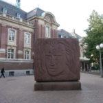 ハンブルクにあるブラームスの彫刻、壮年期の顔